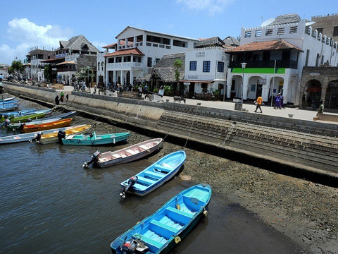 Kenyan government impose curfew on Lamu after terror attack leaves 3 Americans dead