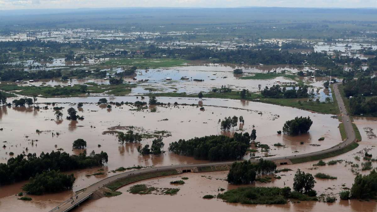 Lake Victoria at record levels as storms ravage farms