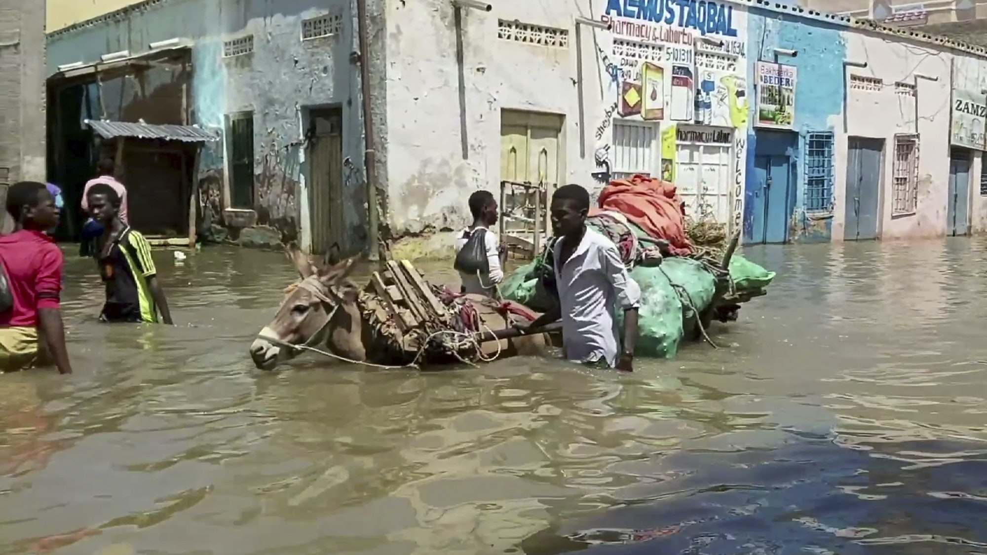 Floods in central Somalia hit nearly one million people