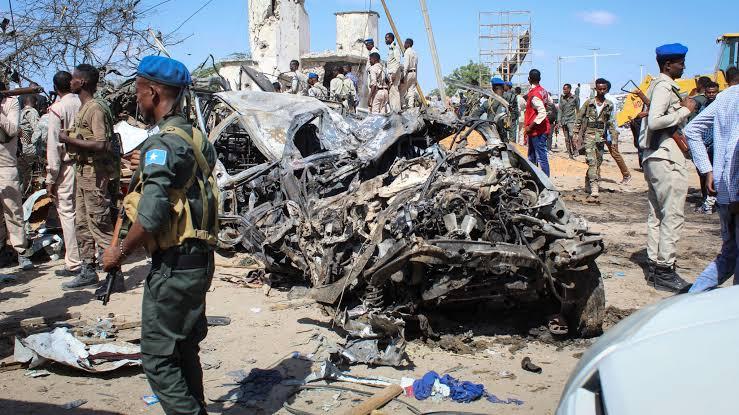 Bomb explodes near Somalia parliament