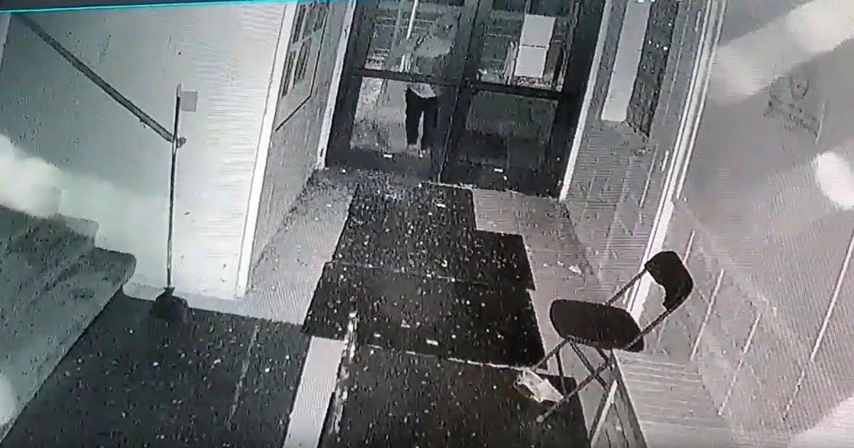 Vandal damages northeast Minneapolis mosque in possible hate crime